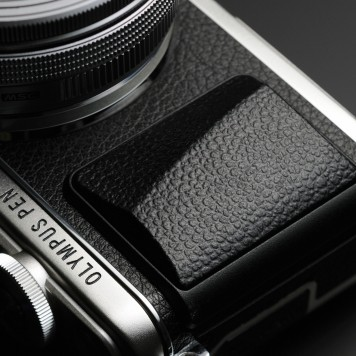 This is the first E-PL camera to get the full PEN branding on the body. It looks great!