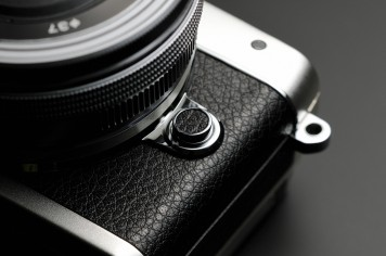 E-PL7_SLV_design_LensReleaseButon