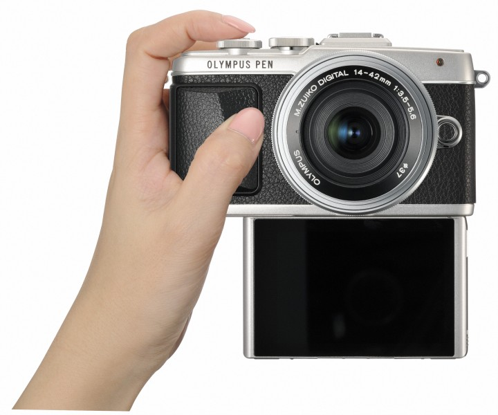The Olympus E-PL7 is definitely selfie friendly